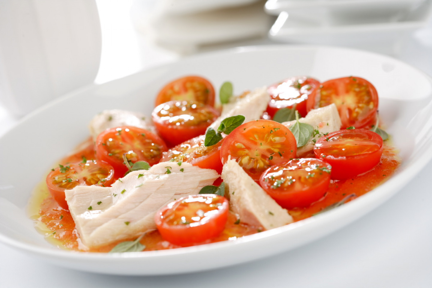 food;salads;tomatoes;vegetables;tuna;albacore;fatty fishes;aromatic herbs;leaves;cherry tomato